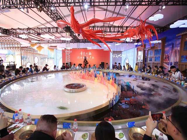 Nồi lẩu âm dương nặng 13 tấn lớn nhất Trung Quốc, được ghi vào kỷ lục Guinness