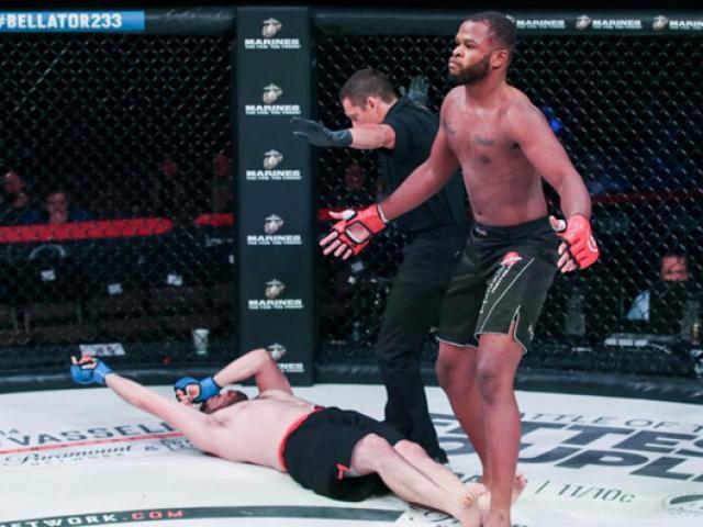 """Bàng hoàng knock-out MMA chỉ 16 giây: Đá giữa mặt đổ như """"cây chuối"""""""