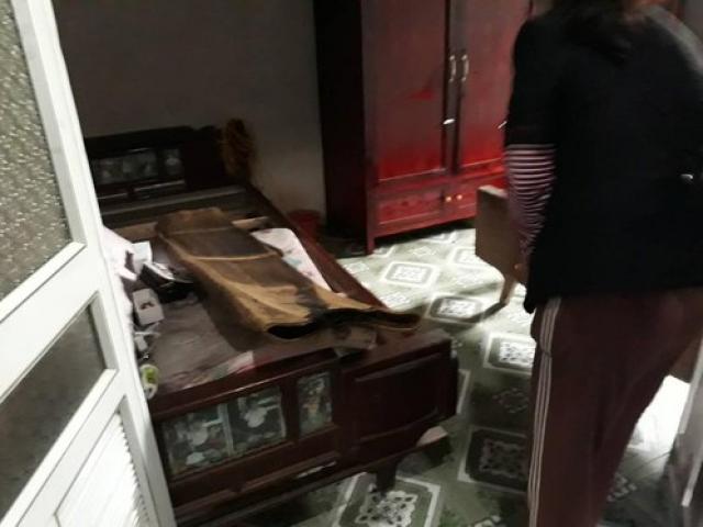 Hàng xóm kể phút kinh hoàng phát hiện chồng sát hại vợ trẻ, quấn chăn đốt xác
