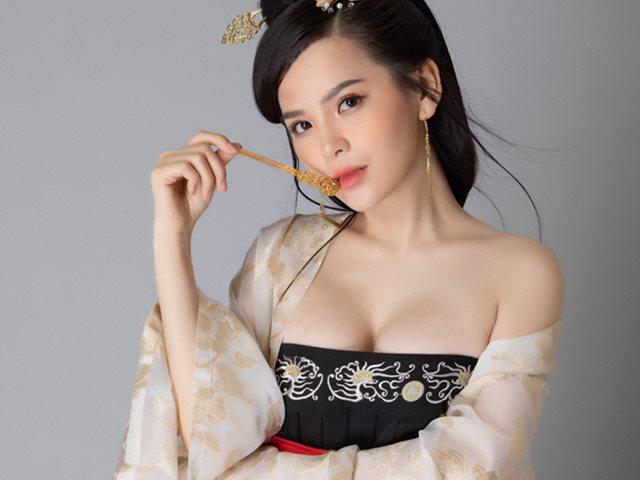 Phi Huyền Trang phục sức như mỹ nhân cổ trang