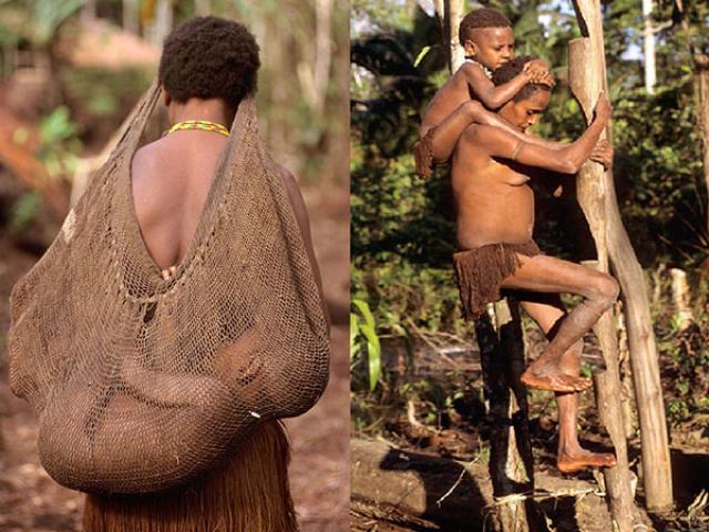 Ghé thăm bộ lạc sống trên cây, hái lá chuối làm quần áo