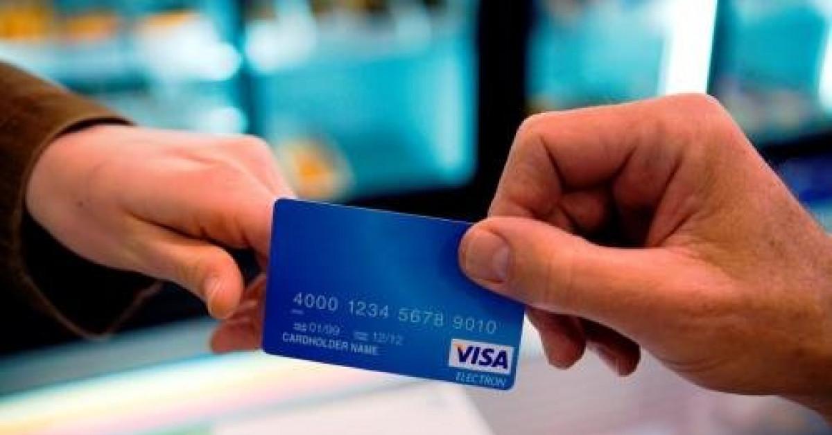Mở thẻ ATM hộ người khác có thể bị phạt tới 100 triệu đồng