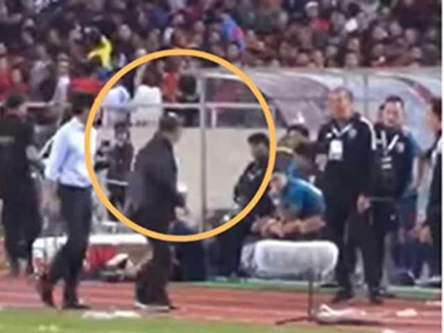 """Lộ video mới vụ thầy Park bị """"cà khịa"""": Trợ lý Thái Lan hành vi tệ ra sao?"""
