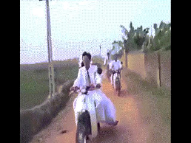 Clip: Đám cưới thời bố mẹ được người trẻ chia sẻ rần rần
