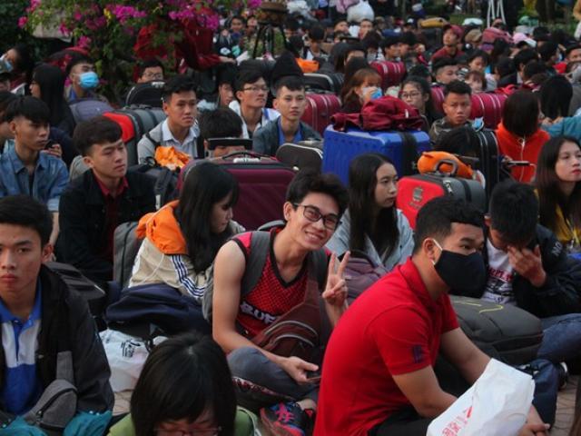 Sinh viên nhiều trường ĐH phấn khởi vì được nghỉ tết dài ngày