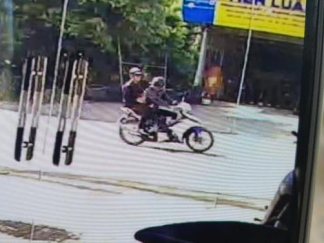 Truy tìm 2 tên cướp giật kéo ngã cô gái trên quốc lộ