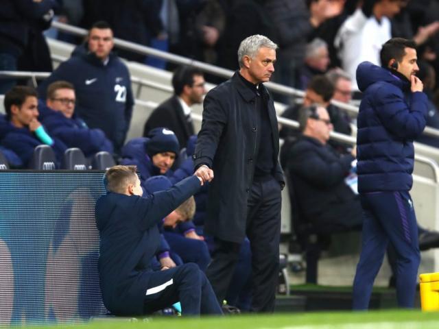 """Tottenham hồi sinh: Mourinho tạo kỳ tích, ăn mừng kiểu """"Người đặc biệt"""""""