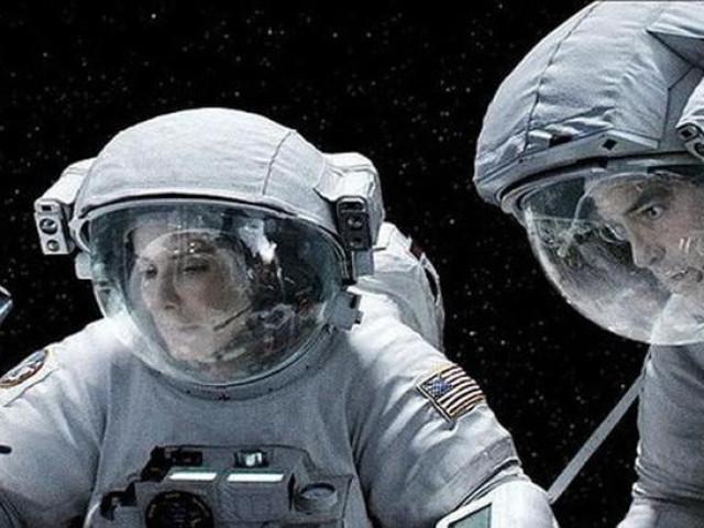 Vũ trụ không truyền âm thanh, các nhà du hành nói chuyện kiểu gì?