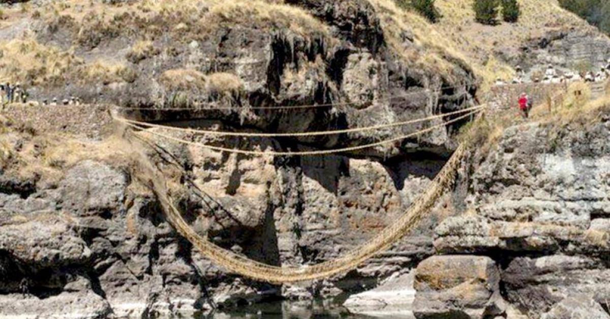 Cây cầu duy nhất trên thế giới dệt từ cỏ