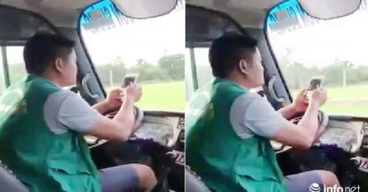 Lạnh người cảnh tài xế xe buýt, vừa lái xe vừa lướt điện thoại ở Nghệ An