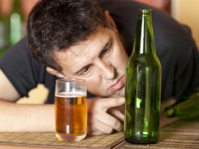 Ngày Tết vui đến mấy những người sau cũng phải tránh rượu bia tuyệt đối