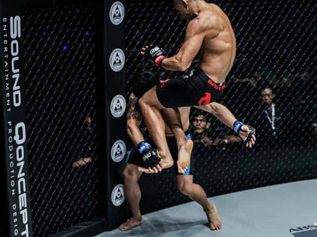 Knock-out số 1 MMA châu Á 2019: Martin Nguyễn tung gối choáng váng