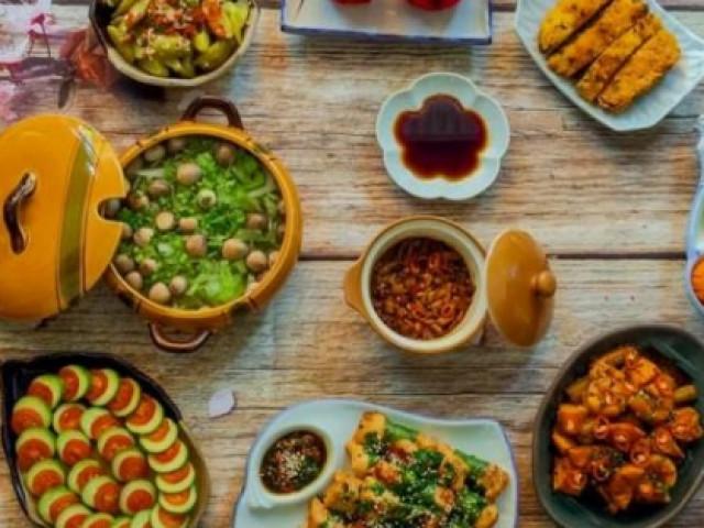 """Không nỡ rời mắt trước loạt mâm cơm """"nhìn là mê, ăn là """"phê"""" của mẹ đảm Sài Gòn"""