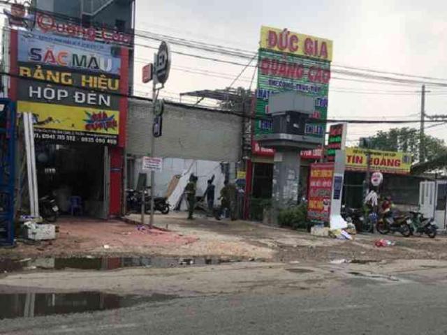 Cảnh sát nổ súng, khống chế kẻ nghi ngáo đá khống chế vợ và con