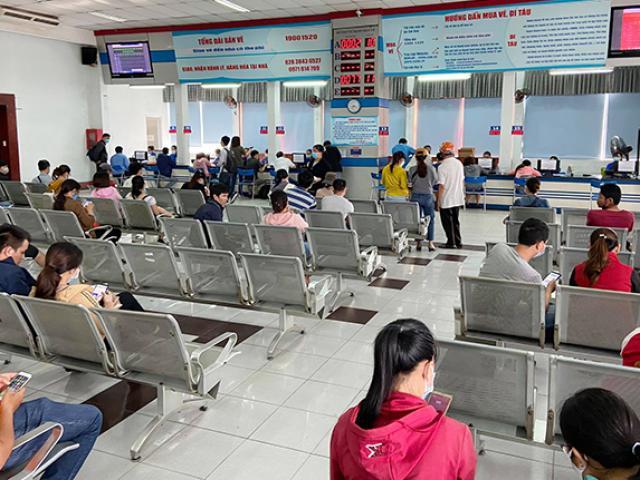 Hình ảnh bất ngờ ở ga Sài Gòn trong ngày đầu bán vé tàu Tết Tân Sửu 2021