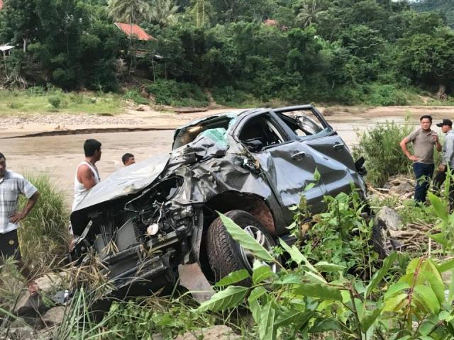 Ô tô chở hiệu trưởng, hiệu phó và 1 cô giáo lao xuống vực, 2 người tử vong