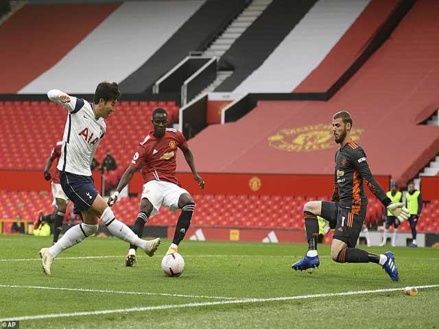 4 vòng đầu tiên Ngoại hạng Anh: Hàng loạt địa chấn, MU - Liverpool muối mặt