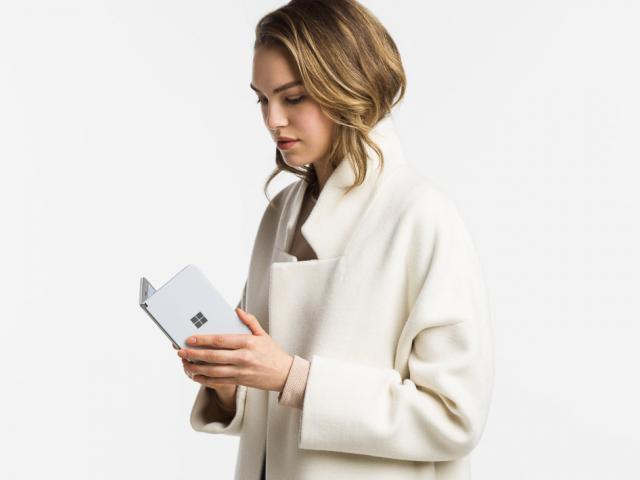 """Surface Duo và những """"năng lực"""" không một smartphone nào có thể làm được"""
