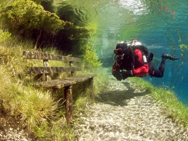 Công viên kỳ lạ nhất TG, chỉ tồn tại 9 tháng trong 1 năm, muốn ghé chơi chỉ có thể lặn