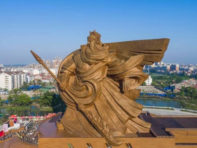 """Tượng Quan Vũ khổng lồ bị TQ """"hắt hủi"""", cho là """"vô dụng và lãng phí"""""""