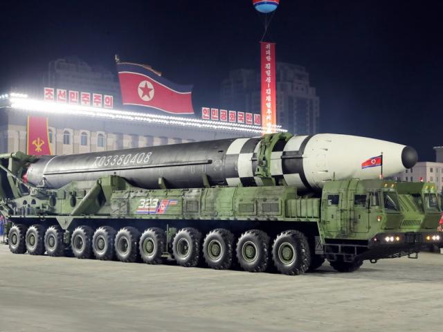 """Mỹ chính thức lên tiếng về siêu tên lửa """"quái vật"""" của Triều Tiên"""