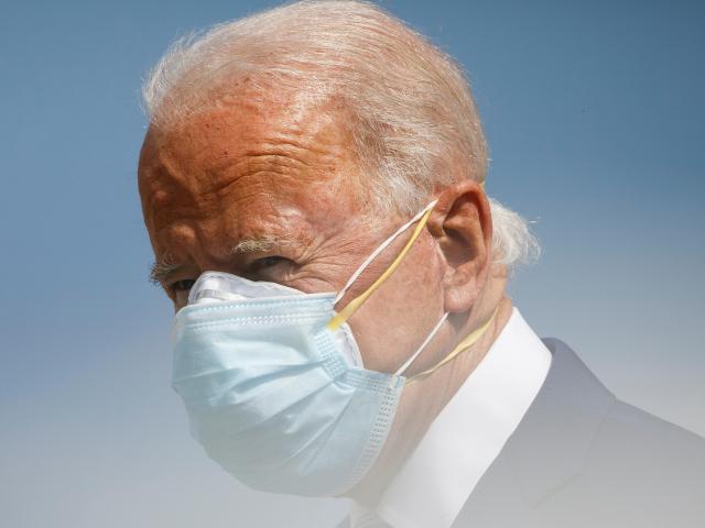 """Thành viên đi máy bay với ông Biden mắc Covid-19, ứng viên Tổng thống Mỹ có """"gặp nguy""""?"""