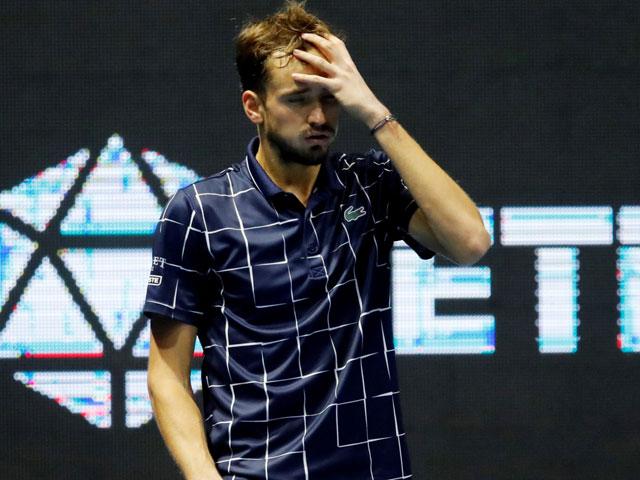 Medvedev bất ngờ bị loại, Wawrinka mơ danh hiệu đầu tiên tại giải tennis toàn sao