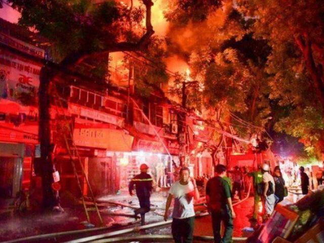 Vợ tẩm xăng đốt nhà giết chồng vì... giận