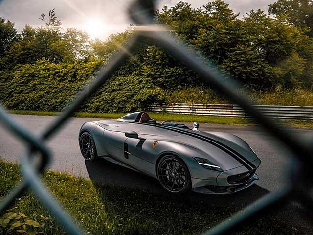 Hàng độc Ferrari Monza SP1 độ ống xả mạ vàng