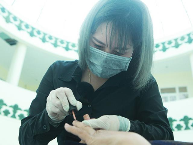 Gặp người phụ nữ chuyên làm đẹp cho người chết ở Việt Nam