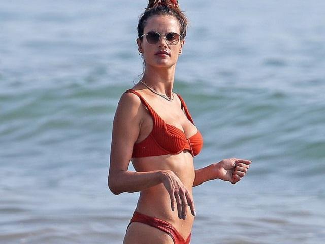 Siêu mẫu Victoria's Secret diện bikini khoe body săn chắc