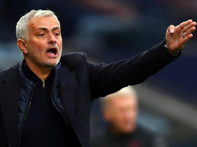 """Tottenham cay đắng hòa 3-3: Mourinho chê học trò, """"cà khịa"""" David Moyes"""