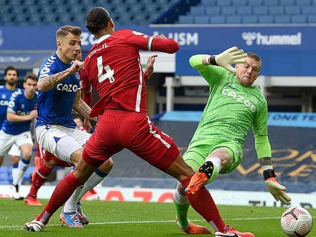 """Van Dijk đón tin dữ về chấn thương, kẻ """"thủ ác"""" vẫn có nguy cơ bị phạt nặng"""