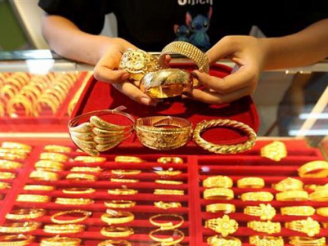 Giá vàng hôm nay 20/10: Vọt tăng chớp nhoáng, dân buôn tranh thủ bán vàng