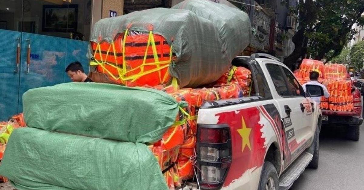 Găm hàng, tăng giá áo phao cứu trợ lũ lụt có thể bị phạt đến 100 triệu đồng
