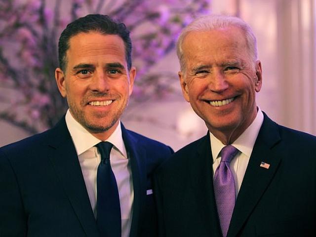 """Chiếc laptop khiến ông Biden và con trai """"mắc vạ"""" sát ngày bầu cử đã vào tay FBI"""