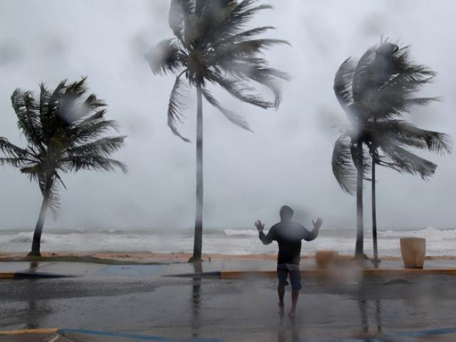 Bão số 8 vẫn mạnh thêm, nguy cơ một áp thấp nhiệt đới lại sắp xuất hiện