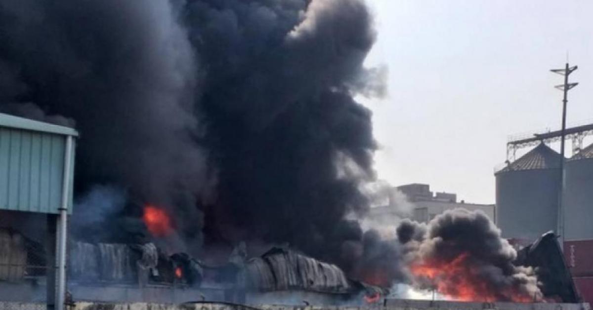 Bắc Ninh: Cháy xưởng tái chế giấy, ít nhất 1 người tử vong