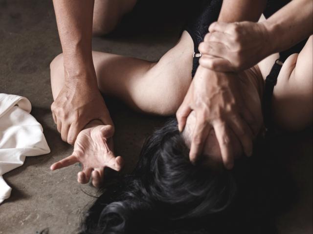 Cặp vợ chồng có sở thích tình dục quái đản: Vỡ mộng hôn nhân