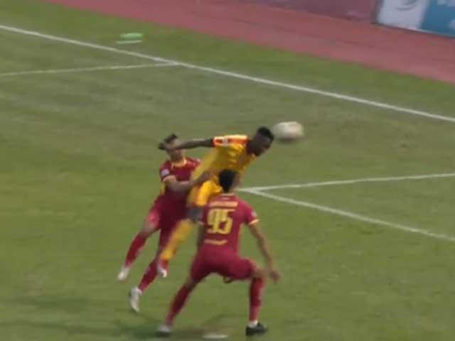 Video highlight trận Thanh Hóa - SLNA: Lợi thế rất sớm, rơi chiến thắng phút 90+3