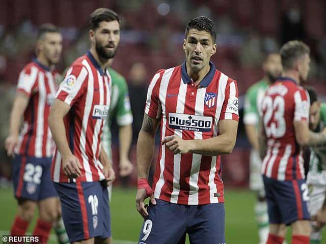"""""""Cạn lời"""" Barca: Thua thảm Siêu kinh điển, Suarez chói sáng Vua phá lưới"""