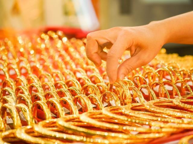 Giá vàng hôm nay 27/10: Số ca nhiễm Covid-19 đạt mốc kỉ lục, vàng tăng giá