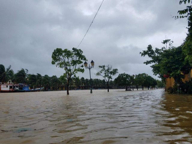 Bão số 9 gây mưa rất to cho miền Trung, lũ khả năng lại vượt mốc lịch sử