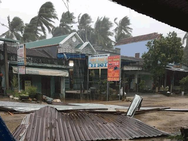 Ảnh: Dải đất miền Trung xơ xác trong cơn cuồng phong của bão số 9