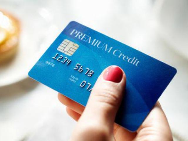 """4 loại người nên tránh xa thẻ tín dụng, nếu vẫn quyết dùng thì chẳng mấy chốc """"đội lên đầu"""" cả đống nợ"""