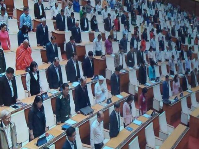 Quốc hội mặc niệm đồng bào tử nạn, chiến sĩ hy sinh do bão lũ miền Trung