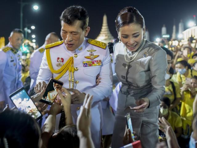 Động thái chưa từng có của nhà vua Thái Lan trong buổi lễ quan trọng