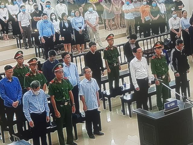 Cựu Phó Tổng Giám đốc BIDV và 11 bị cáo lĩnh án