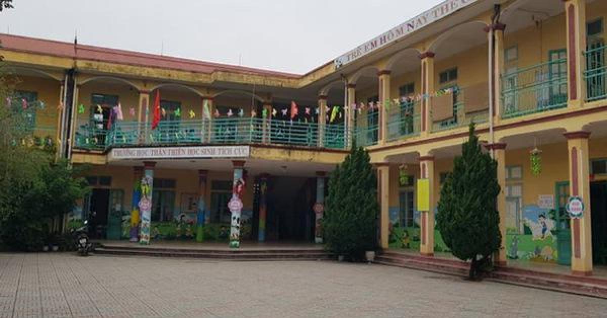 Trẻ mầm non 3 tuổi bị bỏ quên trong nhà vệ sinh ở Thanh Hóa