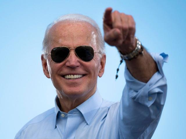 """Từng """"nghèo nhất Quốc hội Mỹ"""", vì sao giờ ông Biden là triệu phú?"""
